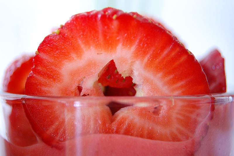 The Global Girl Raw Vegan Recipes: Pineapple Strawberry Parfait width=