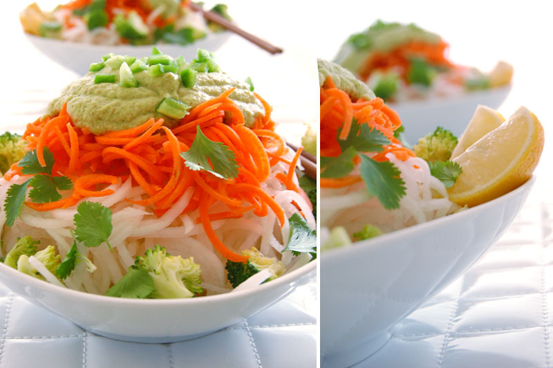 The Global Girl Raw Food Recipes: Raw Vegan Pad Thai with Daikon Noodles and Almond & Ginger Sauce. 100% gluten-free and dairy-free.