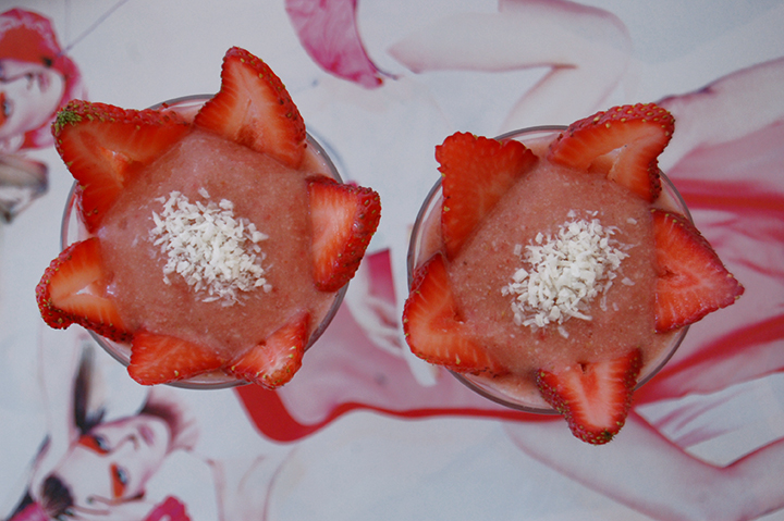The Global Girl Raw Vegan Recipes: Strawberry, Pineapple and coconut parfait.