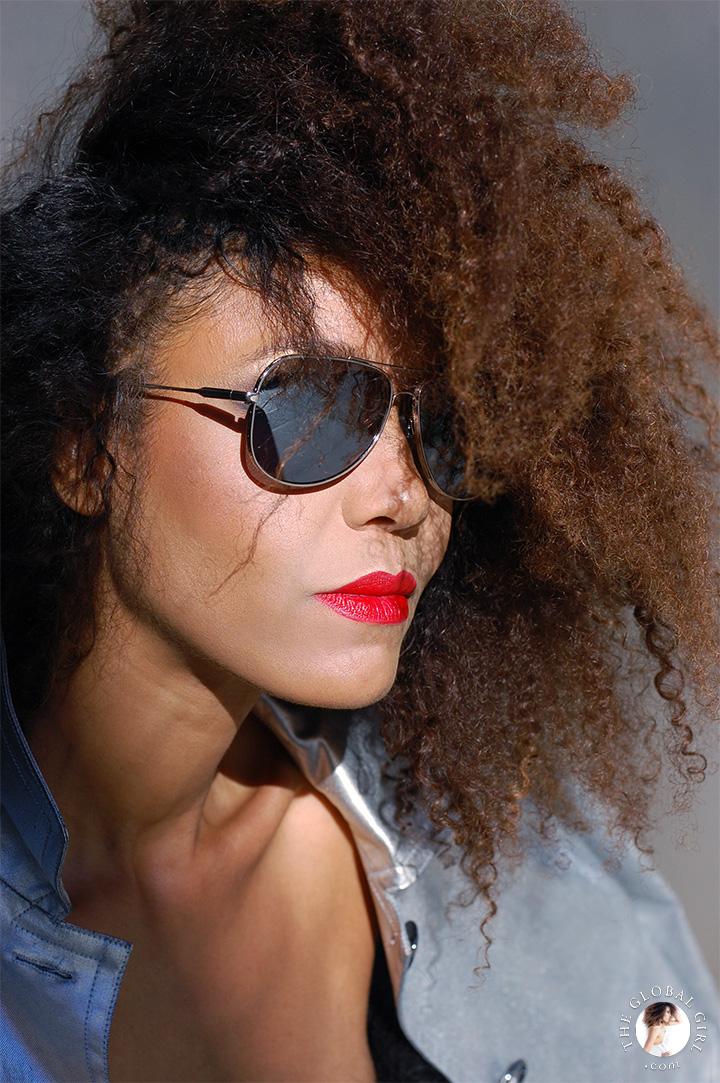 The Global Girl Editorials: Ndoema rocks the metallic look in mirrored aviator sunglasses by Le Specs.