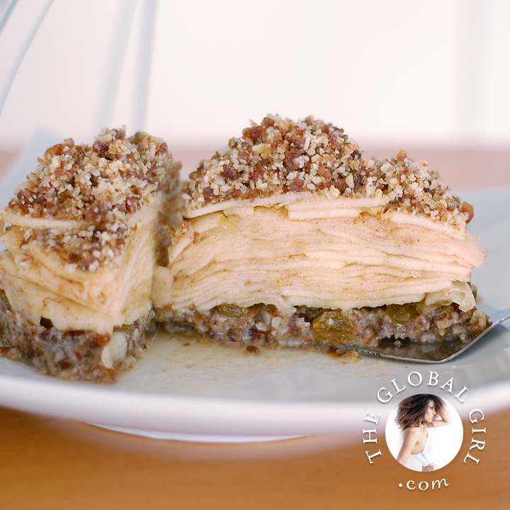 The Global Girl Raw Desserts Recipes: Raw Spicy Southern Apple Crumble. 100% raw, vegan, gluten-free, wheat-free, dairy-free, and with no refined sugar.