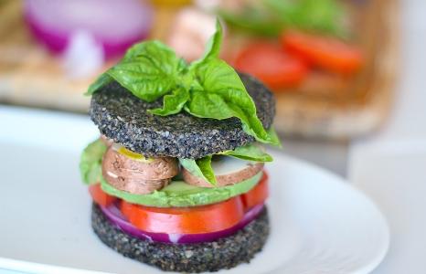 (English) Avocado Sandwich on Raw Black Sesame Bread (Vegan & Gluten Free)