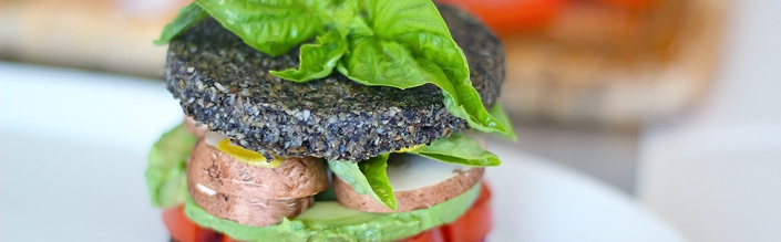 (English) Avocado Sandwich on Raw Black Sesame Bread (Vegan & Gluten Free)