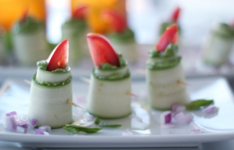 (English) Zucchini Roll Ups With Herbed Macadamia Cheese