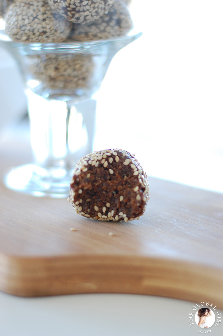 Chocolate Sesame Balls. This super healthy dessert is raw, vegan ...