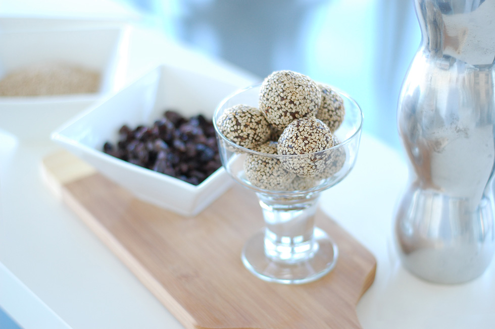 Raw Vegan Chocolate Sesame Balls