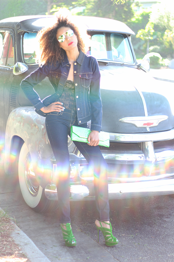 live-in-levis-skinny-jeans-demi-curve-mid-rise-trucker-jacket-ndoema-the-global-girl-theglobalgirl-01