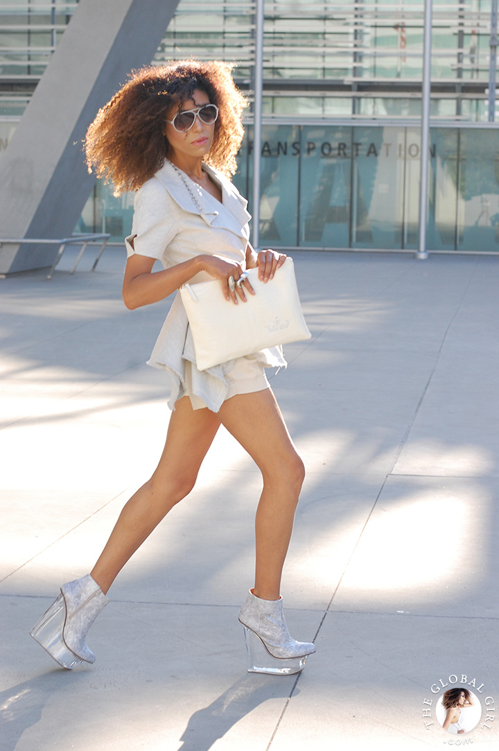 shorts-suit-chic-look-outfit-celebrity-style-aviator-sunglasses-deconstructed-jacket-white-clutch-ndoema-the-global-girl-03