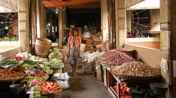 The Global Girl Travels: Ndoema at Yogyakarta's Beringharjo market, Indonesia