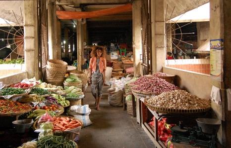 (English) At Yogyakarta's Beringharjo Market