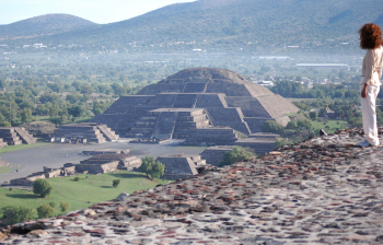 (English) TEOTIHUACAN DIARIES: PYRAMID OF THE MOON