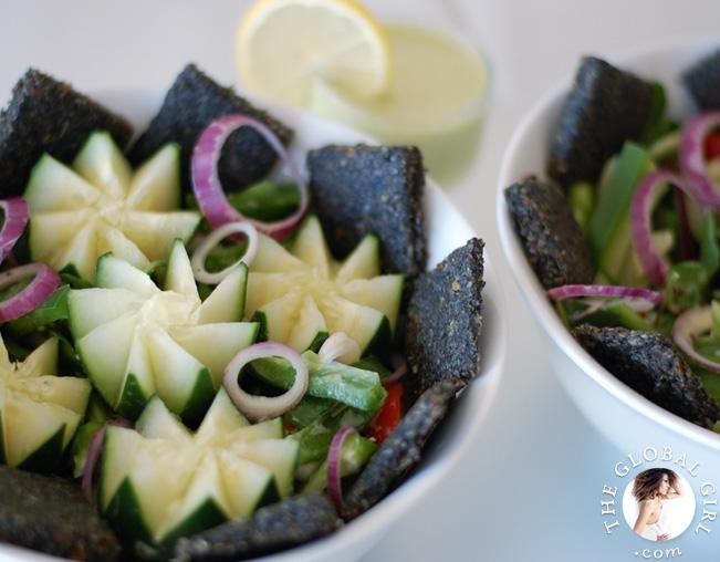fatoush-salad-pita-crackers-raw-vegan-recipe-theglobalgirl-the-global-girl