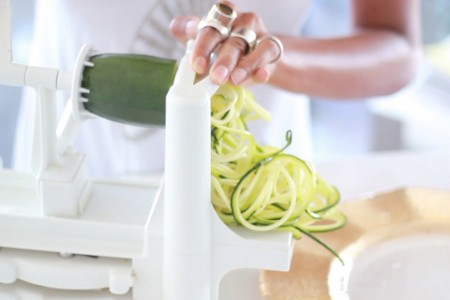 the-global-girl-theglobalgirl-raw-vegn-diet-food-kitchen-appliances-must-have-spiralizer-spiral-slicer-featured
