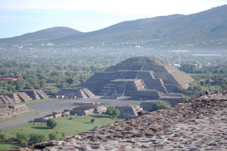theglobalgirl-the-global-girl-ndoema-pyramid-of-the-moon-teotihuacan-mexico-sacred-archeological-sites-ruines-temples-travel-central-america-new-slider