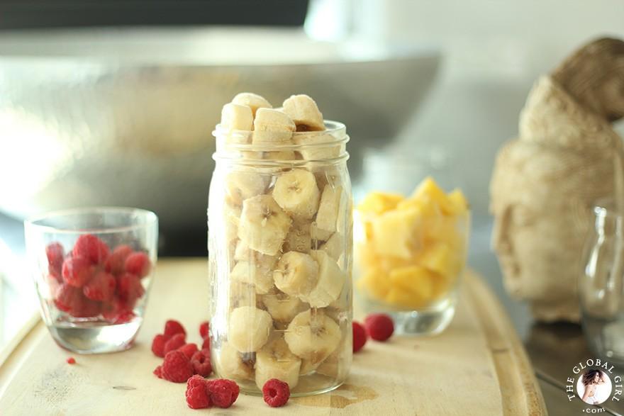 frozen-banana-ice-cream-raspberry-pineapple-raw-vegan-the-global-girl-theglobalgirl-05