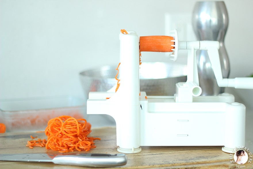 The Global Girl Raw Food Recipes: Gorge spiralized carrots.
