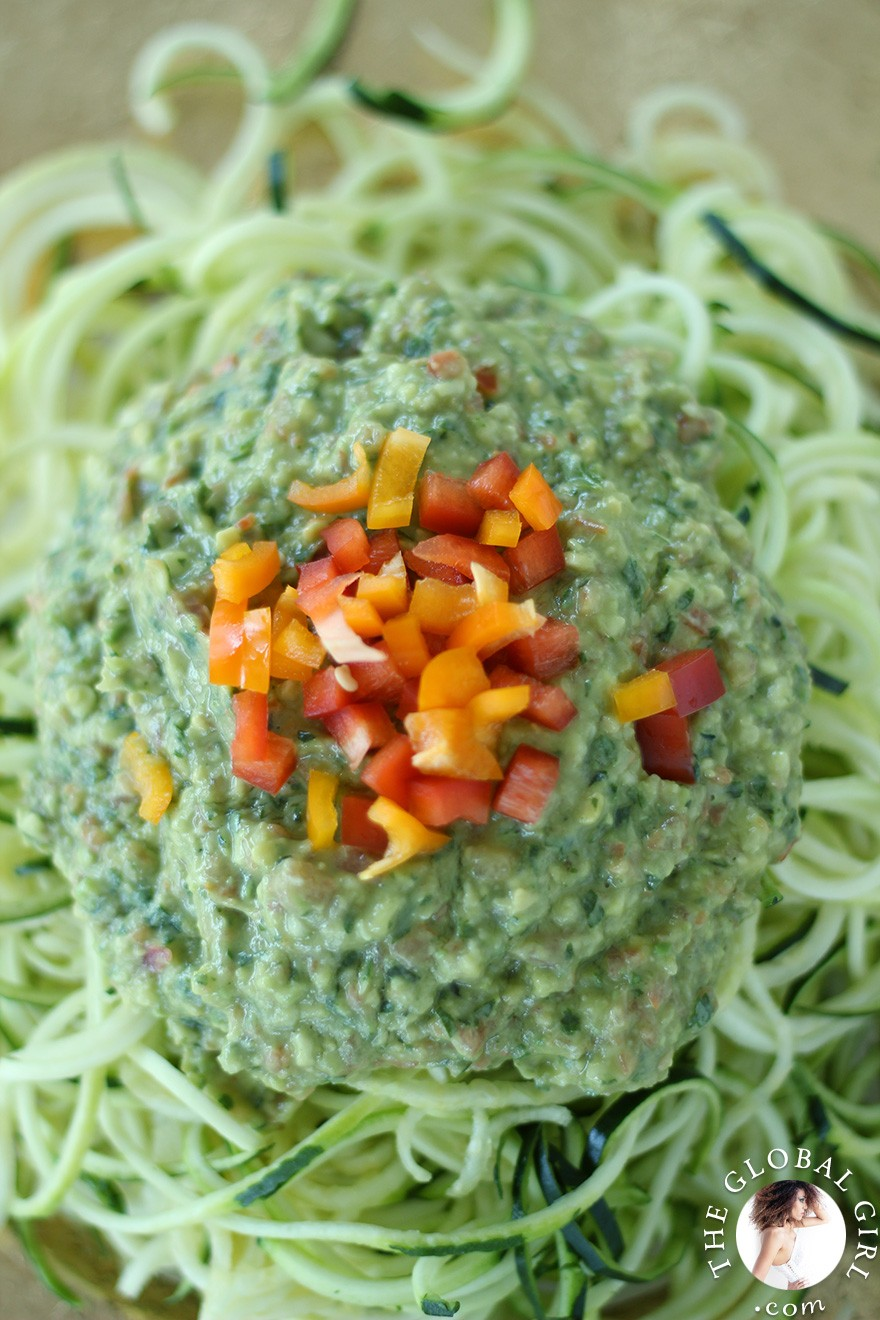 avocado-basil-sauce-raw-vegan-zucchini-pasta-noodles-the-global-girl-theglobalgirl- (9)