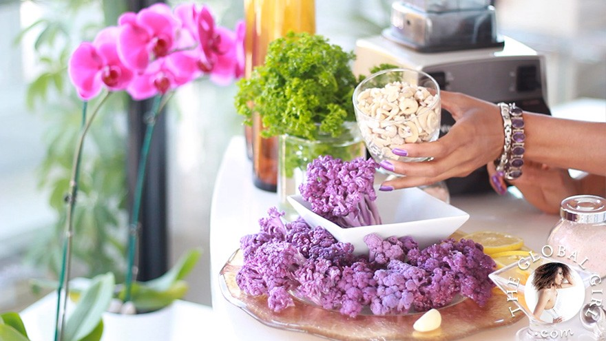 The Global Girl Raw Food Recipes: Meet the ultimate under 5-minute superfood raw vegan dip you'll enjoy all summer long. It's tasty, creamy and regulates blood lipid, sugar levels and body weight!