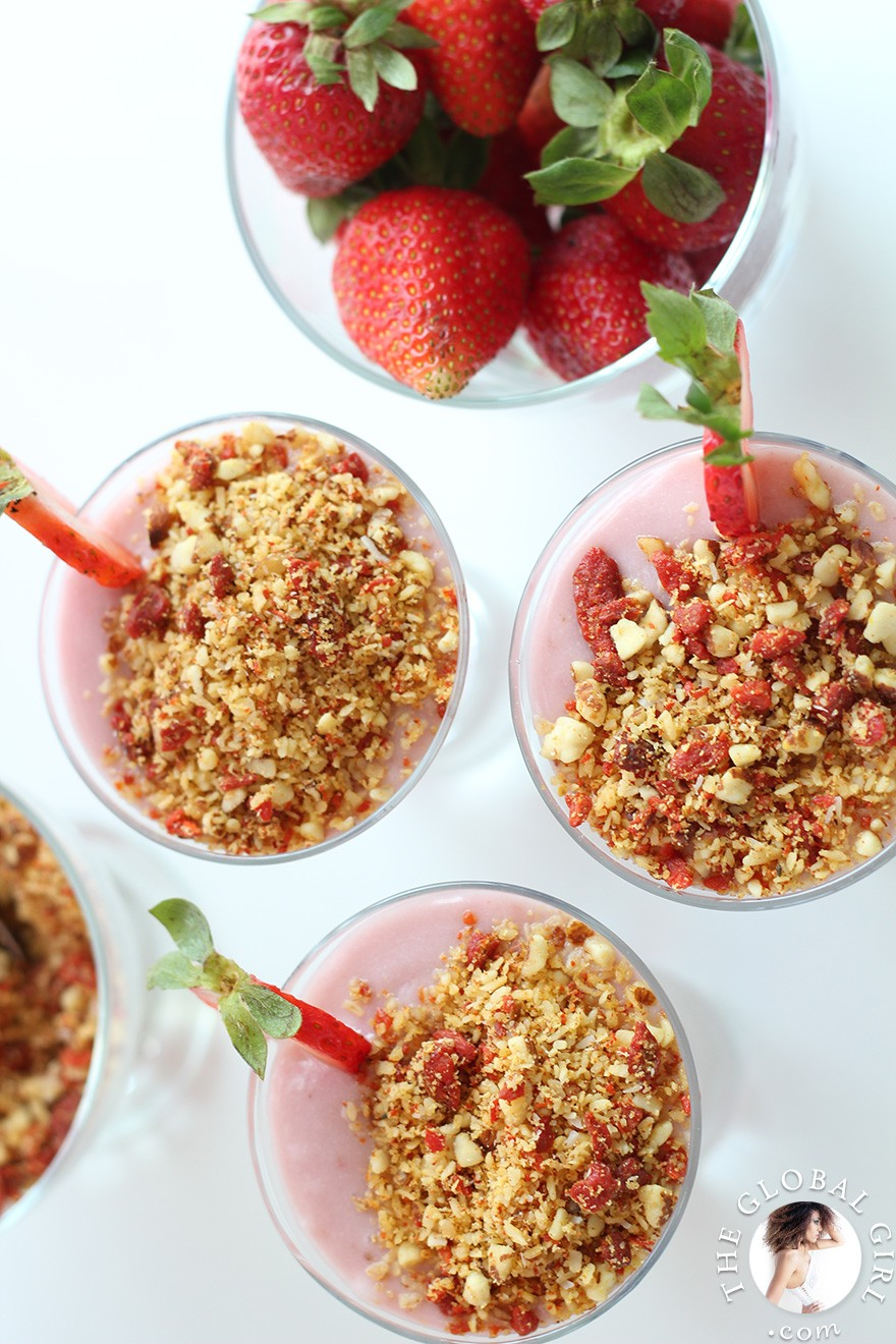 The Global Girl Raw Vegan Recipes: Vegan Strawberry Yogurt with goji berry crumble. This healthy recipe is 100% raw, dairy-free, gluten-free, oil-free and with no processed sugars.