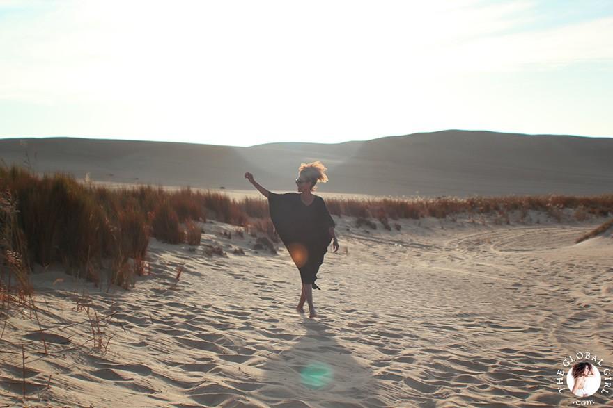 The Global Girl Travels: Ndoema on a desert safari in the Great Sand Sea, a 72,000 km² sand desert region in North Africa stretching between western Egypt and eastern Libya.