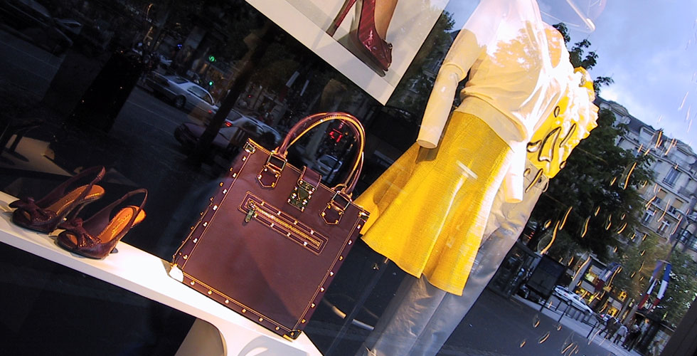 the-global-girl-theglobalgirl-louis-vuitton-store-paris-window-display-slider