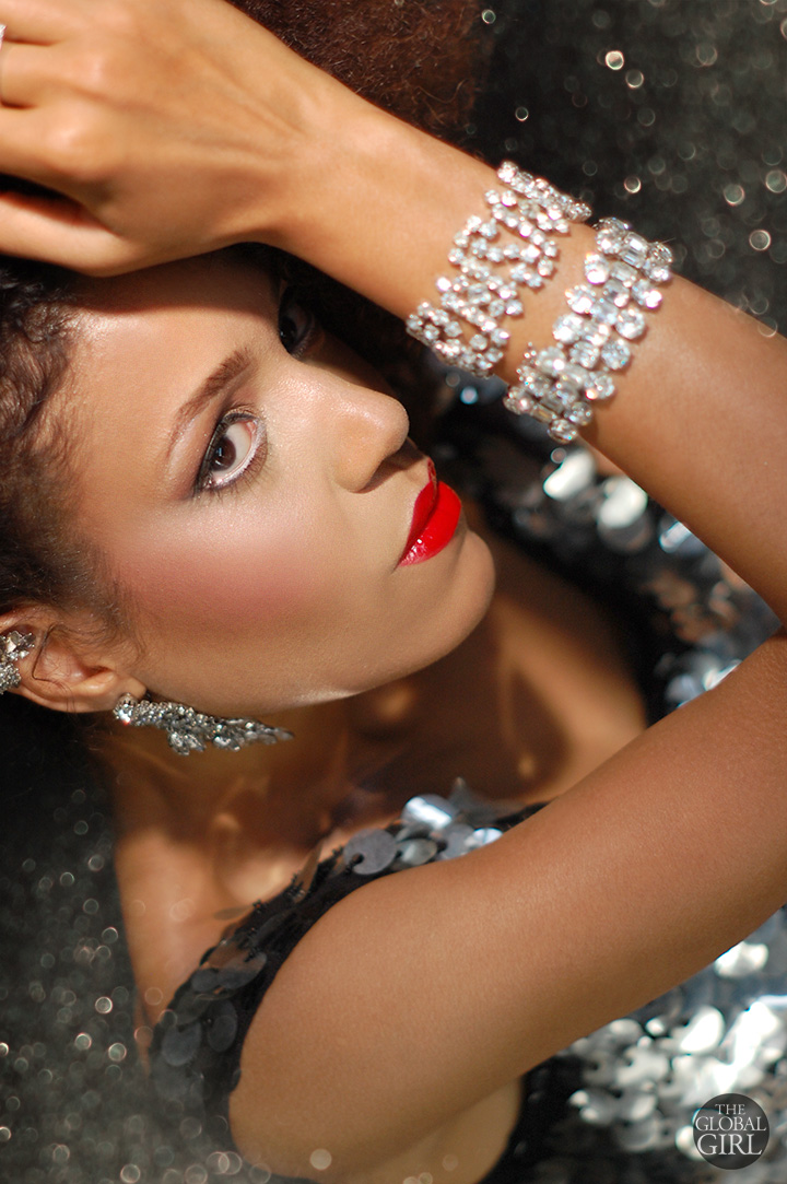 The Global Girl Beauty: Ndoema sparkles in red lipstick gloss from Maybelline new Color Elixir