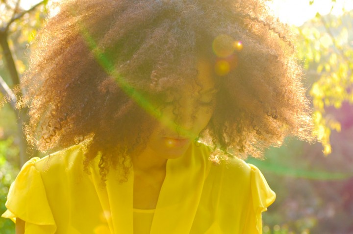 the-global-girl-theglobalgirl-ndoema-yellow-dress-natural-hair-light-magic-hour-sunshine-6