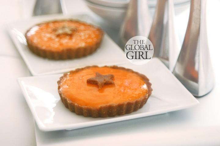 The Global Girl Raw Food Dessert Recipes: Raw Vegan Persimmon Carob Tart with a walnut, medjool dates and coconut gluten-free crust. Oil free and sugar free!