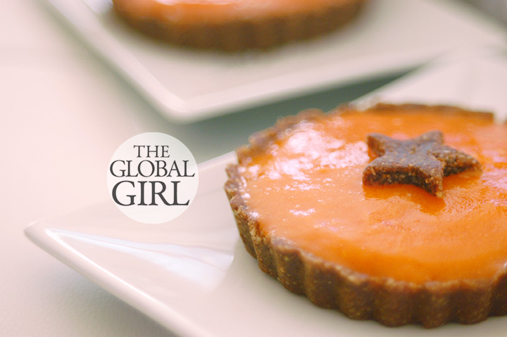 The Global Girl Raw Food Dessert Recipes: Raw Vegan Persimmon Carob Tart with a walnut, medjool dates and coconut gluten-free crust. Oil free and sugar free!