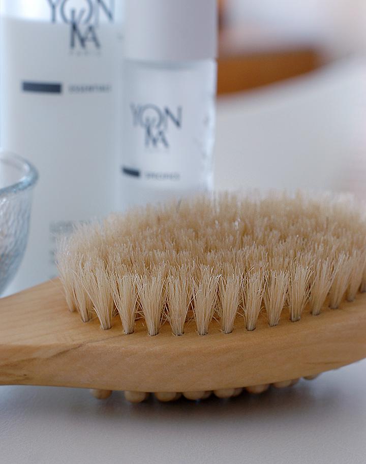 The Global Girl's Beauty: Ndoema's Top 5 Skin Detox Boosters - Dry Skin Brushing.