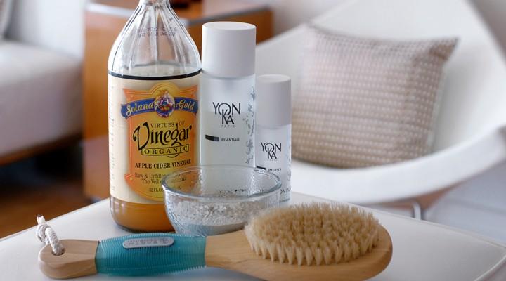 The Global Girl's Beauty: Ndoema's Top 5 Skin Detox Boosters - Raw Apple Cider Vinegar, Bentonite Clay, Dry Skin Brushing, Yonka Essential Oil based invigorating mist and purifying emulsion.